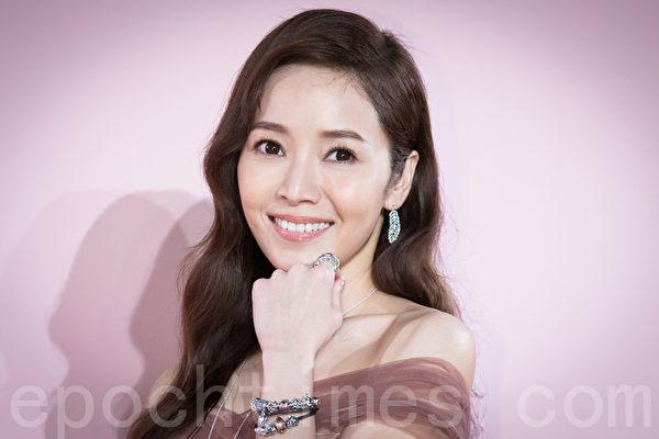 艺人侯佩岑8月5日在台北出席精品活动。(陈柏州/大纪元)