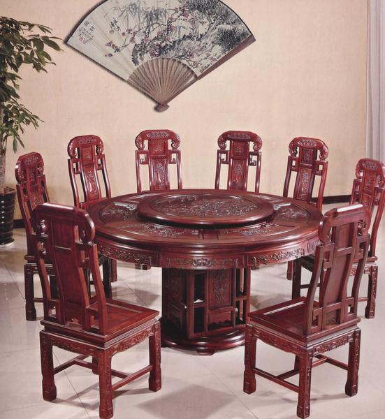 独具中国风格的餐桌。(圣荷西红木家具提供)