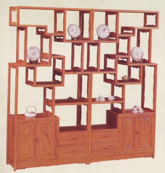 置放收藏的博古架,虽然古意,却有时尚线条的味道。(圣荷西红木家具提供)