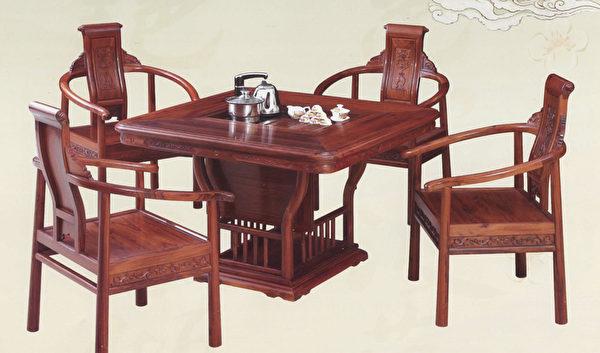 四方茶台5套件,是家人朋友品茗的好家私。(圣荷西红木家具提供)