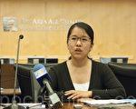 8月5日,湾区空气质量管理局代表、资深工程师蔡旭娜(Xuna Cai)在向华人社区介绍如何减轻污染及注意自身的防护。(周凤临/大纪元)