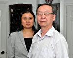 被《加华新闻》解雇主编王赟(左)和时事评论员冯志强(右)。(周行/大纪元)