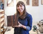 """""""木刻地图""""的创办人Catherine Herdlick。(李圆明/大纪元)"""