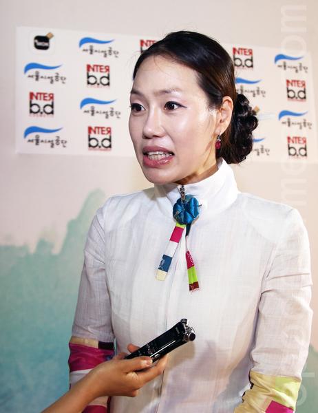 圖為韓國代表性的韓服設計師睦恩姃(全宇/大紀元)