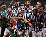 双冠王尤文图斯2-0击败拉齐奥,历史上第7次夺得意大利超级杯。(JOHANNES EISELE/AFP/Getty Images)