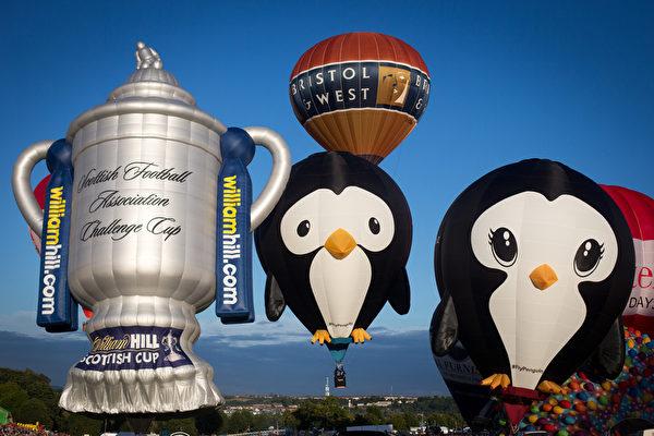2015年8月7日,英国布里斯托尔国际热气球节热闹登场。(Matt Cardy/Getty Images)