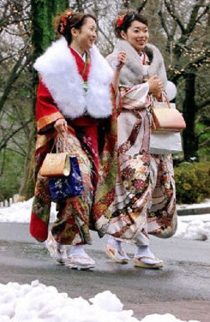 日本女人温柔贤慧是出了名的,她们既有东方女性的贤慧、又有西方女人的时尚。(法新社)