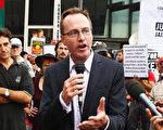 2014年2月14日,澳洲紐省綠黨議員舒布瑞傑(David Shoebridge)在悉尼的一個集會抗議上發言。  ( Don Arnold/Getty Images)