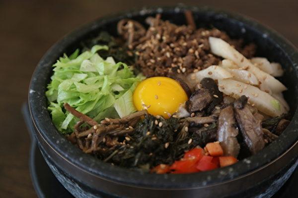 山菜拌飯(謝凌/大紀元)