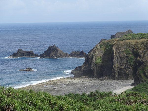 绿岛充满着各式奇岩怪石。(琼慧/大纪元)