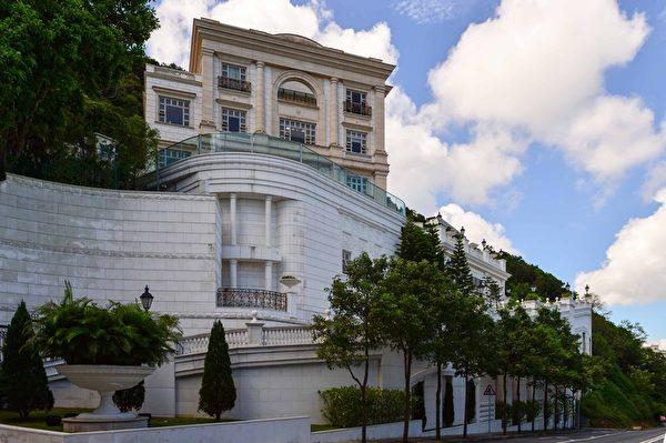 香港山顶道60号是一座欧陆式豪华大宅(郭威利/大纪元)