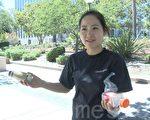 苗必达居民陈因露向记者展示她带来的气味瓶,一个装的是自家厨余的气味,一个是垃圾场堆肥的气味。(林骁然/大纪元)