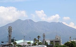 日本川内核电厂附近的樱岛火山(图后),出现活动增加迹象,当局15日警告邻近居民应该准备撤离。(JIJI PRESS/AFP)