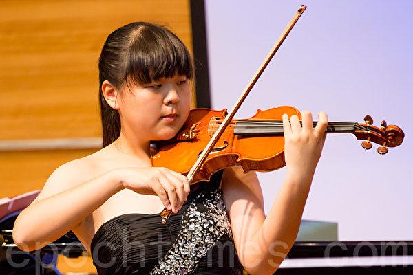 小提琴初賽入圍選手夏榕。(鄭順利/大紀元)