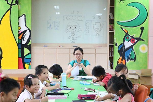 学生参加绘本创作班。(丰荣国小提供)