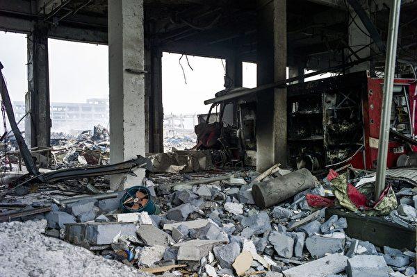 2015年8月14日,事故周边住宅楼被震毁。(FRED DUFOUR/AFP/Getty Images)