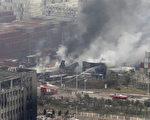 据报导,天津周三晚上大规模的爆炸发生在仓库报告起火40分钟之后,以及在第一轮消防员抵达之后。(AFP PHOTO)