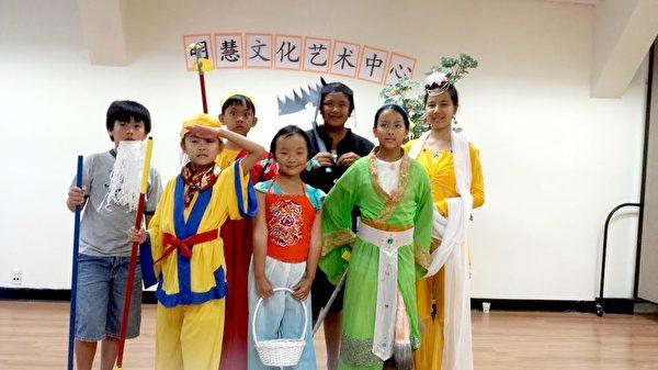 孩子們演中文話劇。(明慧文化藝術中心提供)