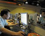 """美国网络安全公司""""火眼""""表示,来自中国大陆的骇客攻击过印度几十个机构。图为北京一家网吧。(LIU JIN / AFP)"""