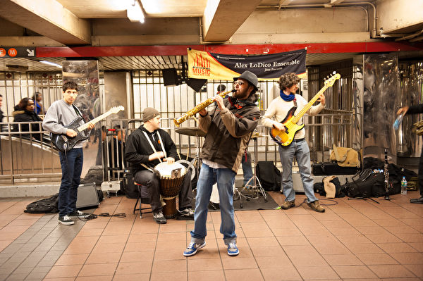 纽约街头音乐。(戴兵/大纪元)