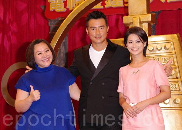 第50屆電視金鐘獎入圍名單公布記者會於2015年8月26日在台北舉行。圖為侯乃榕(右起)、李銘順、鍾欣凌。(黃宗茂/大紀元)