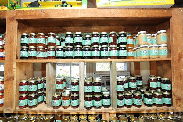 奧斯提德農場制作的各式果醬。(張學慧/大紀元)