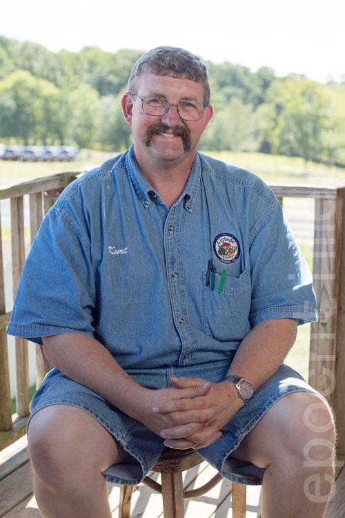 奧斯提德農場主科爾特.奧斯提德先生(Kurt Alstede)。(張學慧/大紀元)