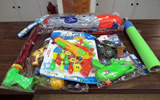经济部标检局27日公布市售水枪、声光枪或可射出各种射出物的枪形抛射玩具抽检结果,20件中有2件塑化剂超标,最多超标166倍,长期接触恐影响孩童发育。(标检局提供)