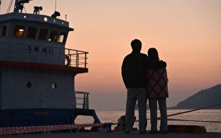 調查顯示,南韓年輕情侶每次約會平均花費5萬5900韓元。(Nicolas ASFOURI/AFP)
