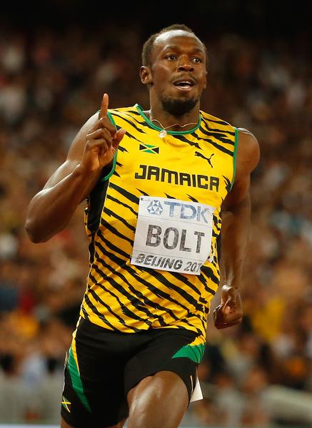 当地时间8月27日,牙买加闪电博尔特(Usain Bolt)在北京田径世锦赛男子200米决赛中,以19秒55率先冲线,拿下个人历史第十块世锦赛金牌,并实现200米四连冠。(Christian Petersen/Getty Images for IAAF)