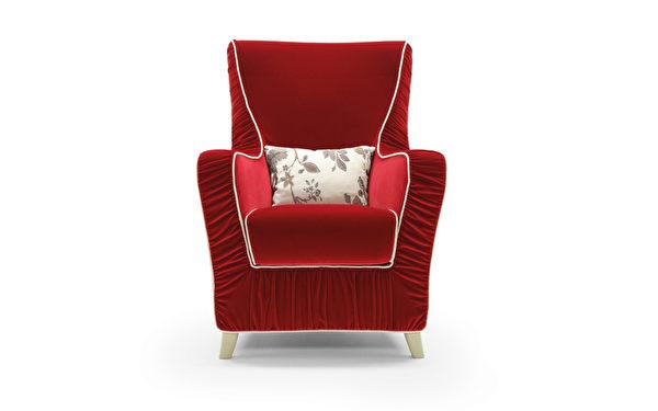 特殊绒布材质的单人沙发,勾勒简单出色的曲线是Nicoline的强项。(Mscape提供)