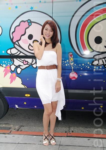 高宇蓁於2015年8月28日在台北包廳請育幼童觀賞電影《OPEN OPEN》。(黃宗茂/大紀元)