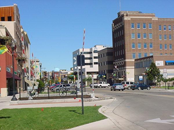 法戈是小型城市,就业市场和薪资已经在稳定增长,超过全国平均水平。(维基百科公有领域)
