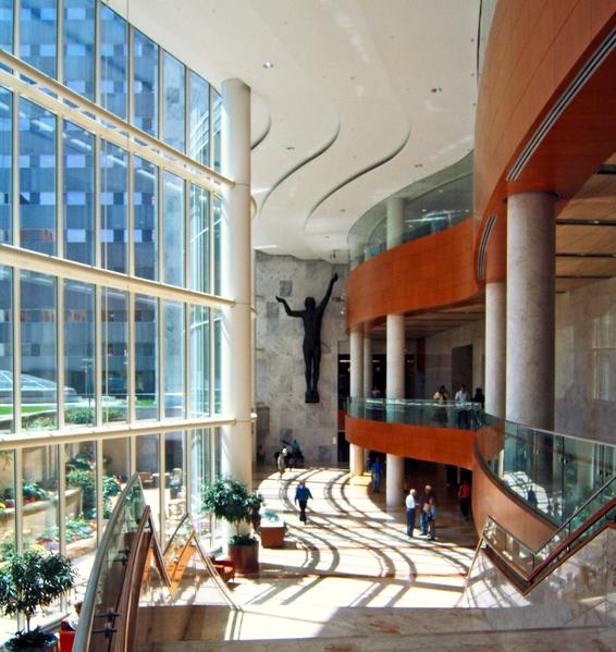 当地著名的梅奥诊所为这座小型城市的医疗保健业和建筑业提供大量就业机遇。(Wiki commons)