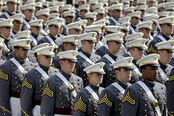 西点军校(United States Military Academy)学生。(Lee Celano/Getty Images)
