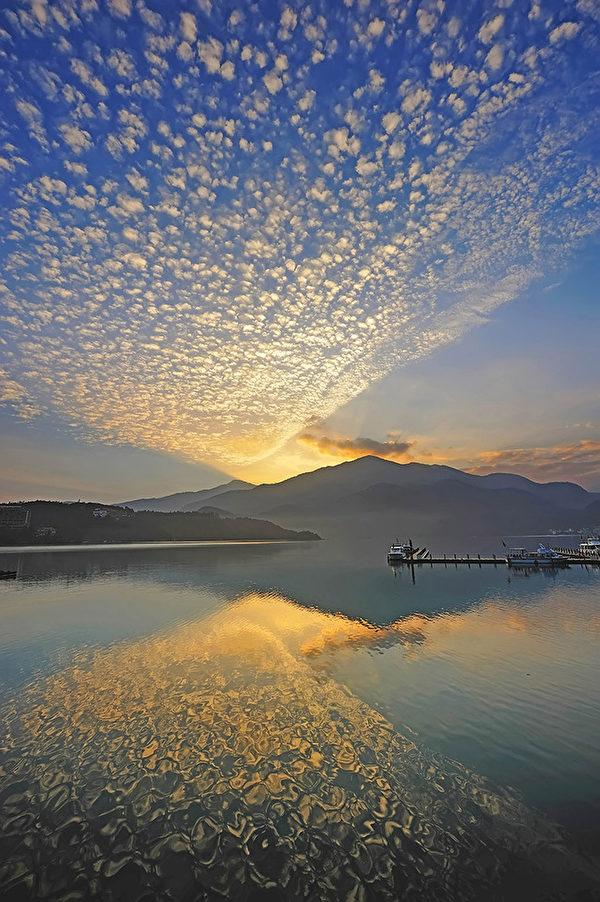 日月潭朝雾码头(台湾观光局提供)