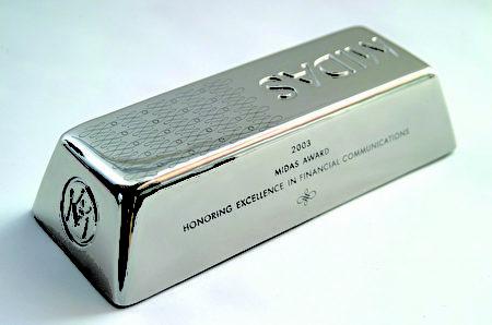 越来越多的聪明资金在贵金属低档的此时大量买进,部分专家认为白银未来的涨幅可能高于黄金。(TRUNEY贵金属投资中心提供)