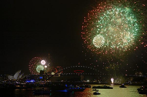 悉尼海港大桥,边上是悉尼歌剧院。(Greg WOOD/AFP)