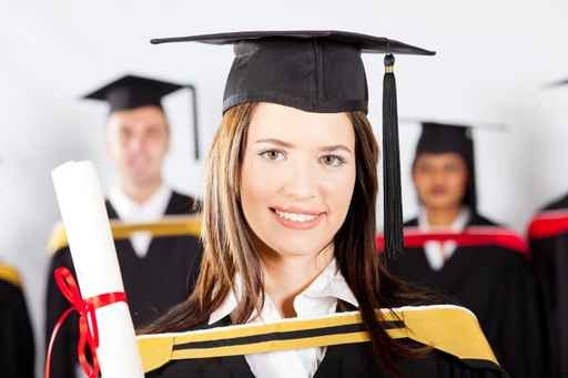 高薪職業要求的學歷水平也比較高。(Fotolia)