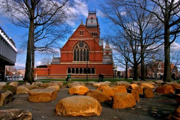 世界大學排名中心(CWUR)公布2015年度大學排名,前三名被美國私立大學囊括,哈佛大學以滿分蟬聯冠軍。圖為哈佛大學校園。(Fotolia)