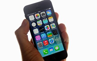 蘋果將在iPhone與iPad上推出一項全新的新聞服務,這些裝置的主屏幕(Home Screen)上直接顯示News App,不需要再另外下載。(PHILIPPE HUGUEN/AFP/Getty Images)