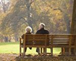 这对苦命鸳鸯,他们一生中,有欢乐,有挫折,有分离,有牵挂,如今他们静静地躺下,丈夫献身天空,妻子嫁给天空,永远不再分离。(fotolia)
