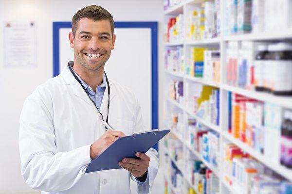 藥劑師同醫生一樣,需求人數很多。(Fotolia)