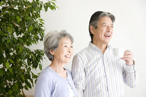有研究顯示,結婚能夠減少罹患心臟病的風險,延長癌症患者的存活時間。(Fotolia)