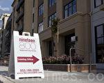 旧金山湾区库柏蒂诺颇受争议的商场Vallco Mall的高密度盖房项目。图为邻近商场的新公寓楼。(马有志/大纪元)