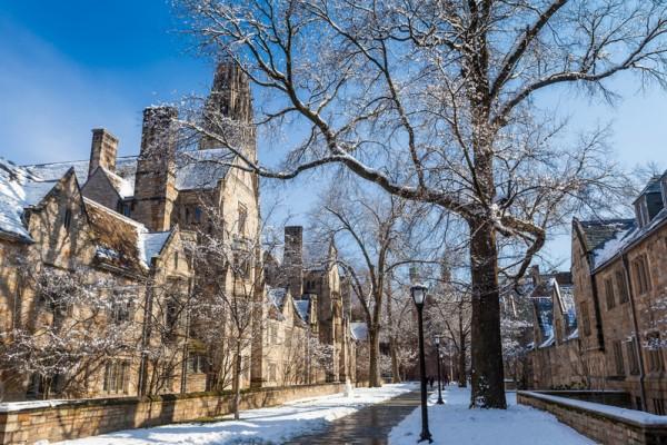 耶鲁大学是常春藤盟校的名牌大学之一,也是全美第三古老的高等学府,校园内以哥德式建筑风格闻名,很多大楼都被选为建筑教学讨论的对象。(Fotolia)