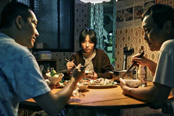 《自由人》演員,左起施名帥、饒星星、蔡明修。(公視提供)