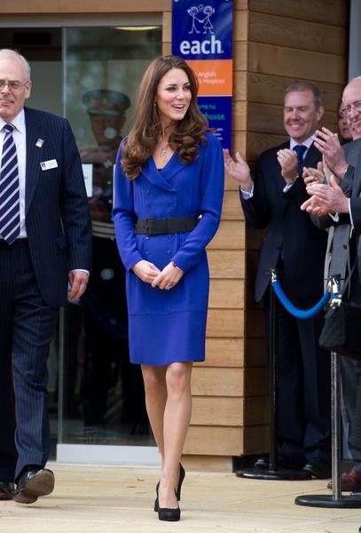 2012年3月19日,英國伊普斯威奇(Ipswich),凱特王妃為一家兒童臨終關懷醫院主持揭幕儀式。(Ian Gavan/Getty Images)
