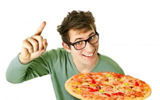 起司、面皮、番茄酱是披萨常有的3种高钠配料,建议吃蔬菜配料为主较健康。(Fotolia)