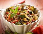 蔬菜生吃,可以更好保留食品的营养,但有些菜是不能生吃的。(Fotolia)